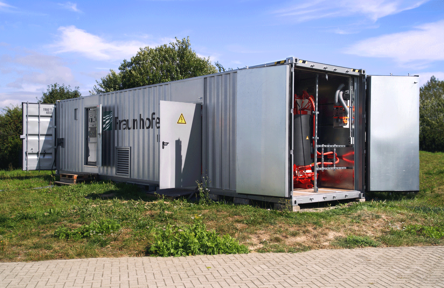 New mobile OVRT testing equipment of Fraunhofer IEE